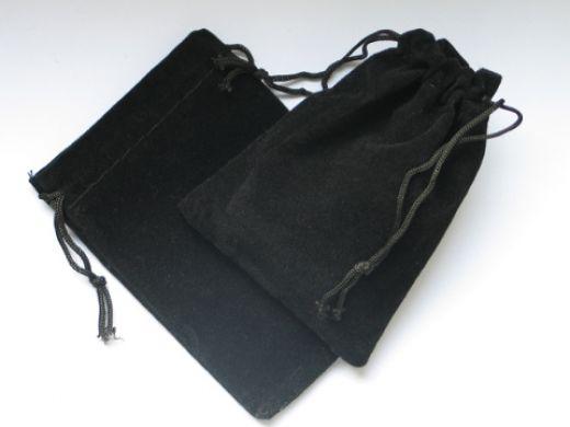 Samtbeutel schwarz mit Kordelzug, Innenmaß: L x B 78 x 65 mm