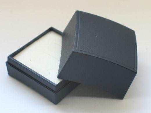 Ringetui aus Kunststoff dunkelblau, Innenmaß: L x B x H 38 x 38 x 30 mm
