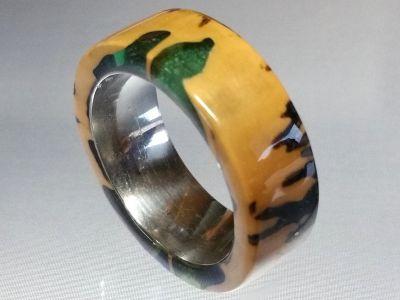 Holzring Tagua Nuss mit grün- transparentem Kunstharz und Edelstahl Kern Ringgröße 61
