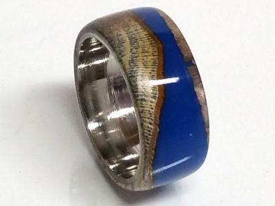 Holzring Rebholz mit blauem  Kunstharz und Edelstahl Kern Ringgröße 57