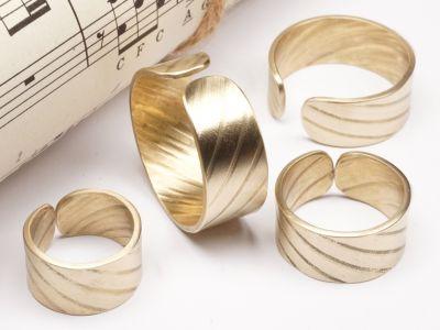 Ring aus Schlagzeug Becken 10mm breit Messing Größe 46 bis 72