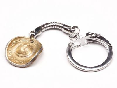 Schlüsselanhänger Cowboyhut Münze 5 Pfennig BRD Deutschland Glückspfennig